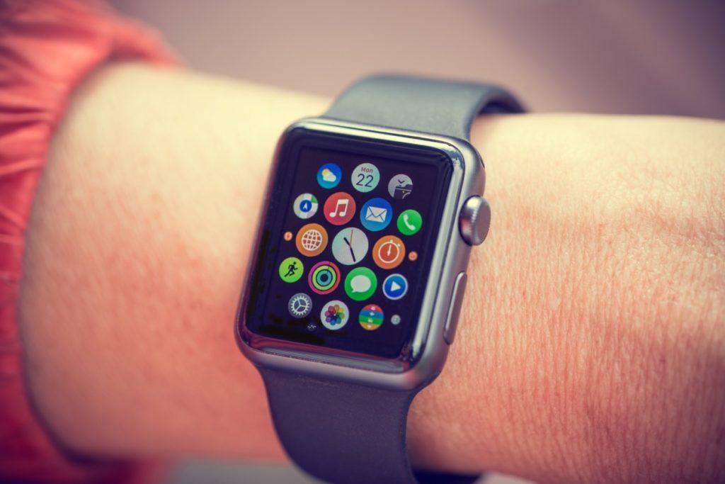 اعتبارًا من 1 حزيران (يونيو) ، سيتعين على جميع التطبيقات التي تم إصدارها لـ watchOS استخدام SDK الأصلي