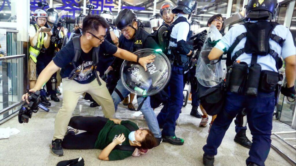 الصين تهاجم أبل للسماح لتطبيق نشاط الشرطة في هونغ كونغ [atualizado 2x] - MacMagazine.com