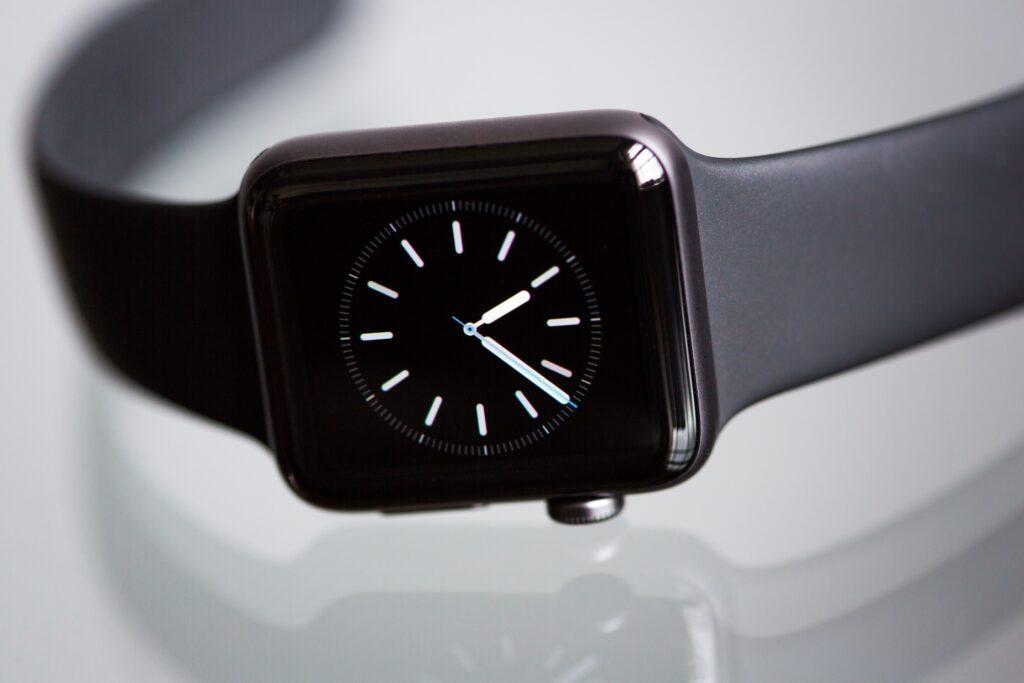 بعد كل شيء ، ما الفرق بين وضع السينما وعدم الإزعاج والوضع الصامت على Apple Watch؟