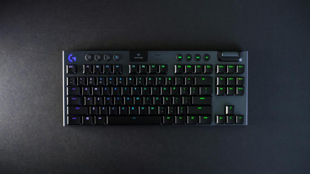 تعرف على لوحة المفاتيح اللاسلكية الميكانيكية Logitech G915 TKL الجديدة ذات التصميم الصغير والرفيع للغاية