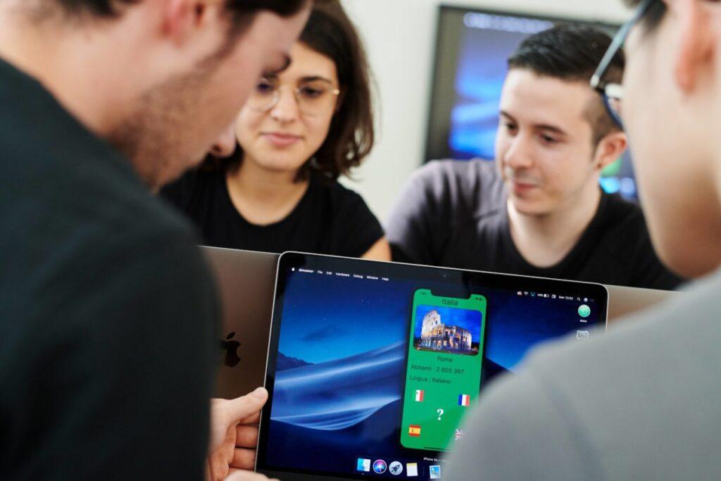 تقوم Apple بترويج لغة سويفت في المدارس خلال أسبوع البرمجة الأوروبي - MacMagazine.com