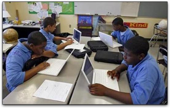 توسع ولاية مين ، في الولايات المتحدة ، برنامجها التعليمي مع أجهزة MacBooks
