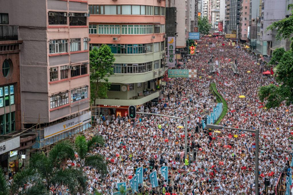 تيم كوك يدعو إلى إزالة التطبيق المستخدم في احتجاجات هونغ كونغ والمتنازع عليها - MacMagazine.com