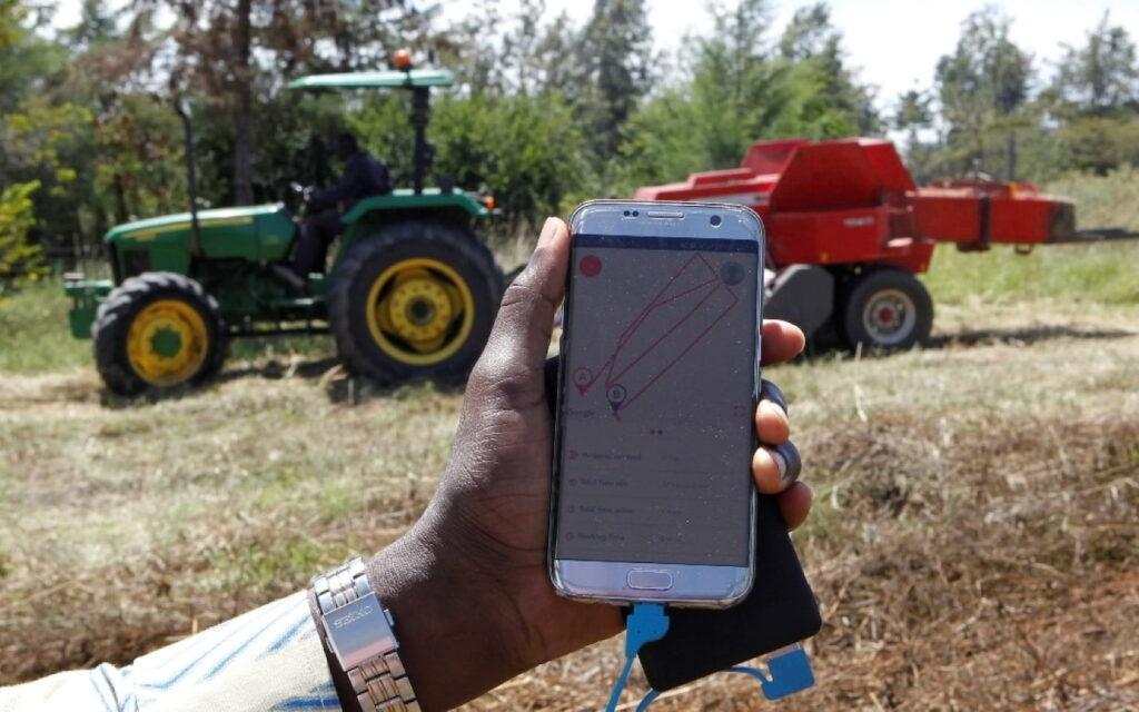 جون دير يخلق التكنولوجيا لمساعدة المزارعين أصحاب الحيازات الصغيرة مع الجرارات في أفريقيا