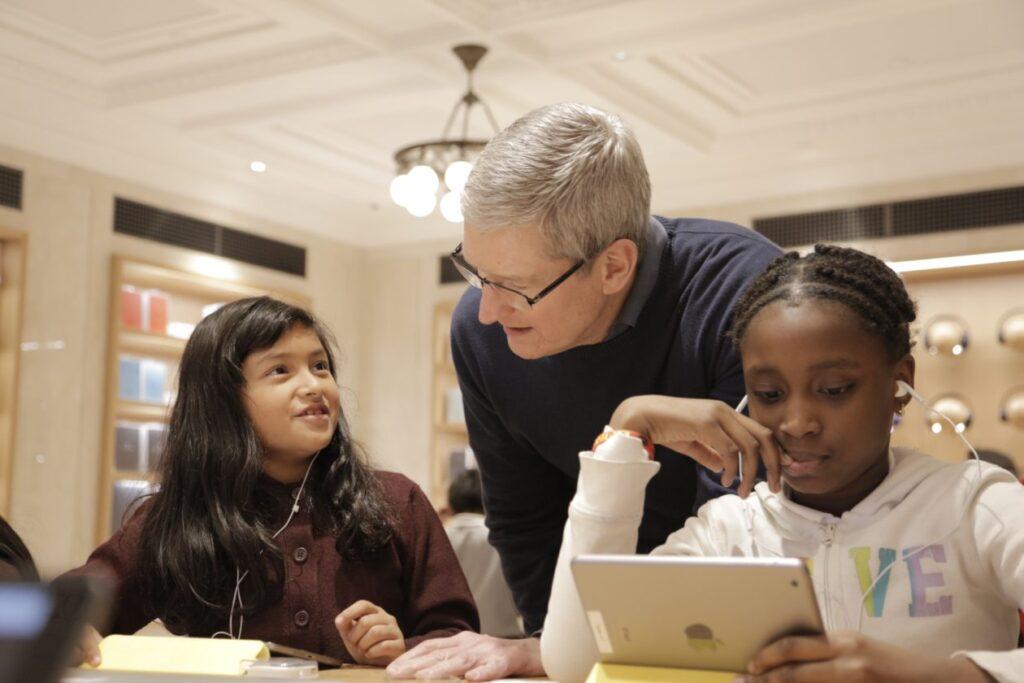 """من 5 إلى 11 ديسمبر ، ستقدم Apple ورش عمل """"ساعة من الرمز"""" مجانًا في جميع متاجرها البالغ عددها 487 متجرًا [atualizado]"""
