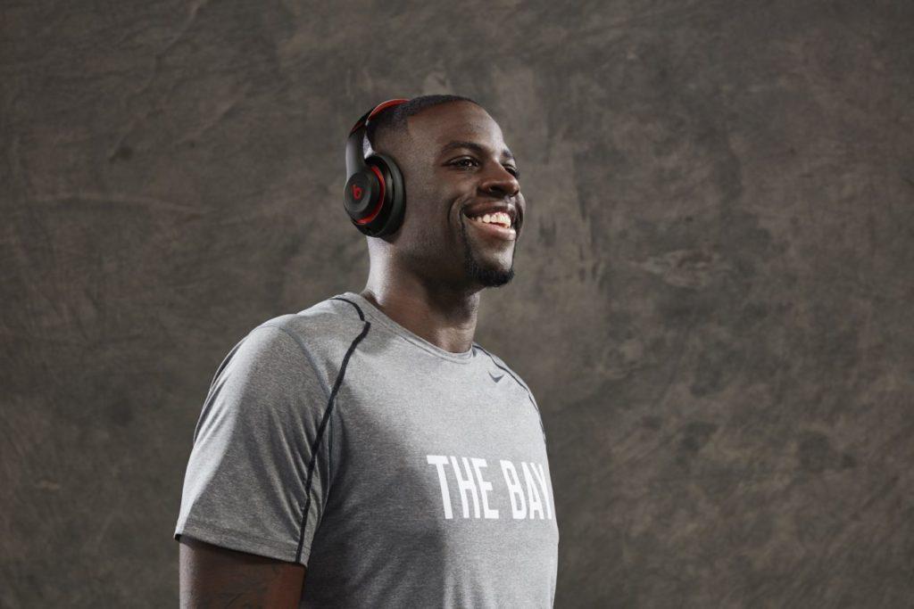 يعلن بيتس عن شراكته مع NBA وسيبيع سماعات الرأس الرسمية للفريق