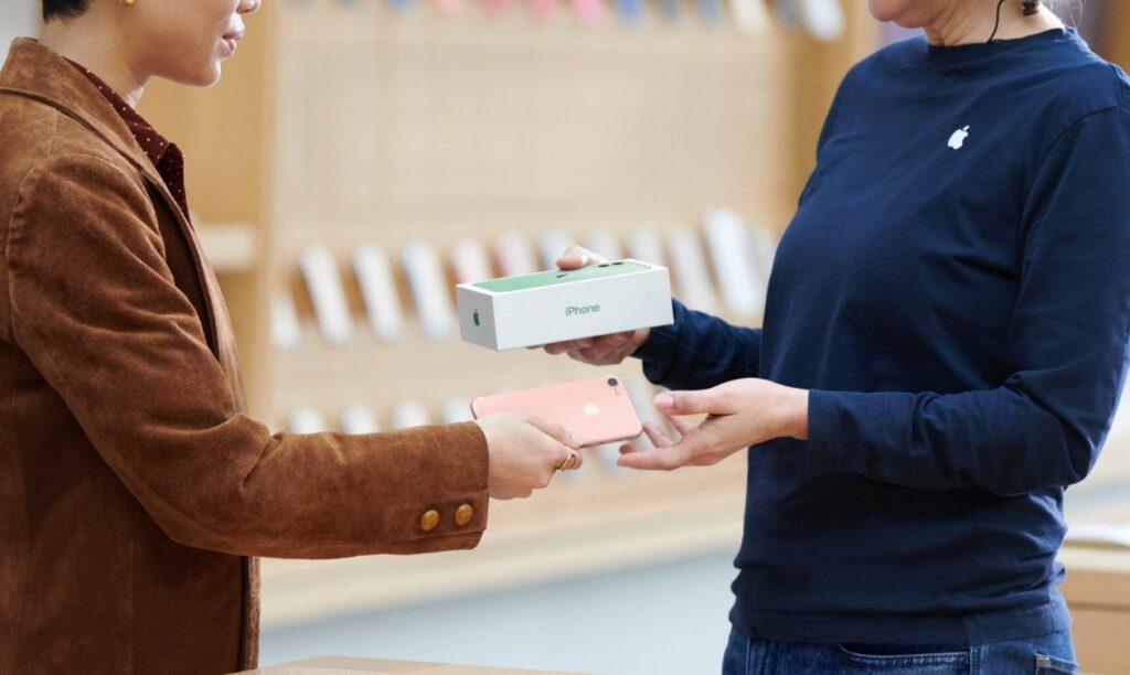 يقوم أكثر من 30٪ من الأشخاص الذين يشترون أجهزة iPhone جديدة في متاجر Apple بإعادة تدوير أجهزتهم القديمة - MacMagazine.com
