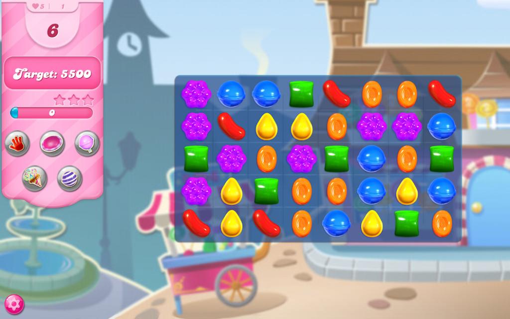 تطبيق Candy crush ، برصيد 5500 نقطة ، يعرض حلويات من مختلف الأشكال والألوان.