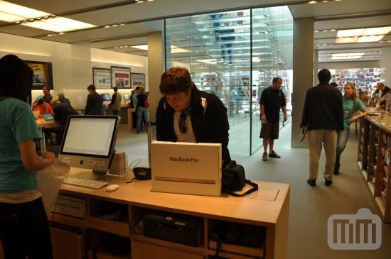 MacBook Pro الجديد في متجر Apple